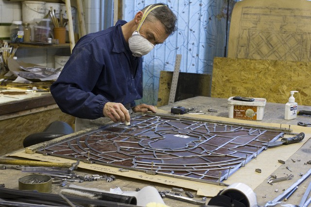 Assembling a stained glass window
